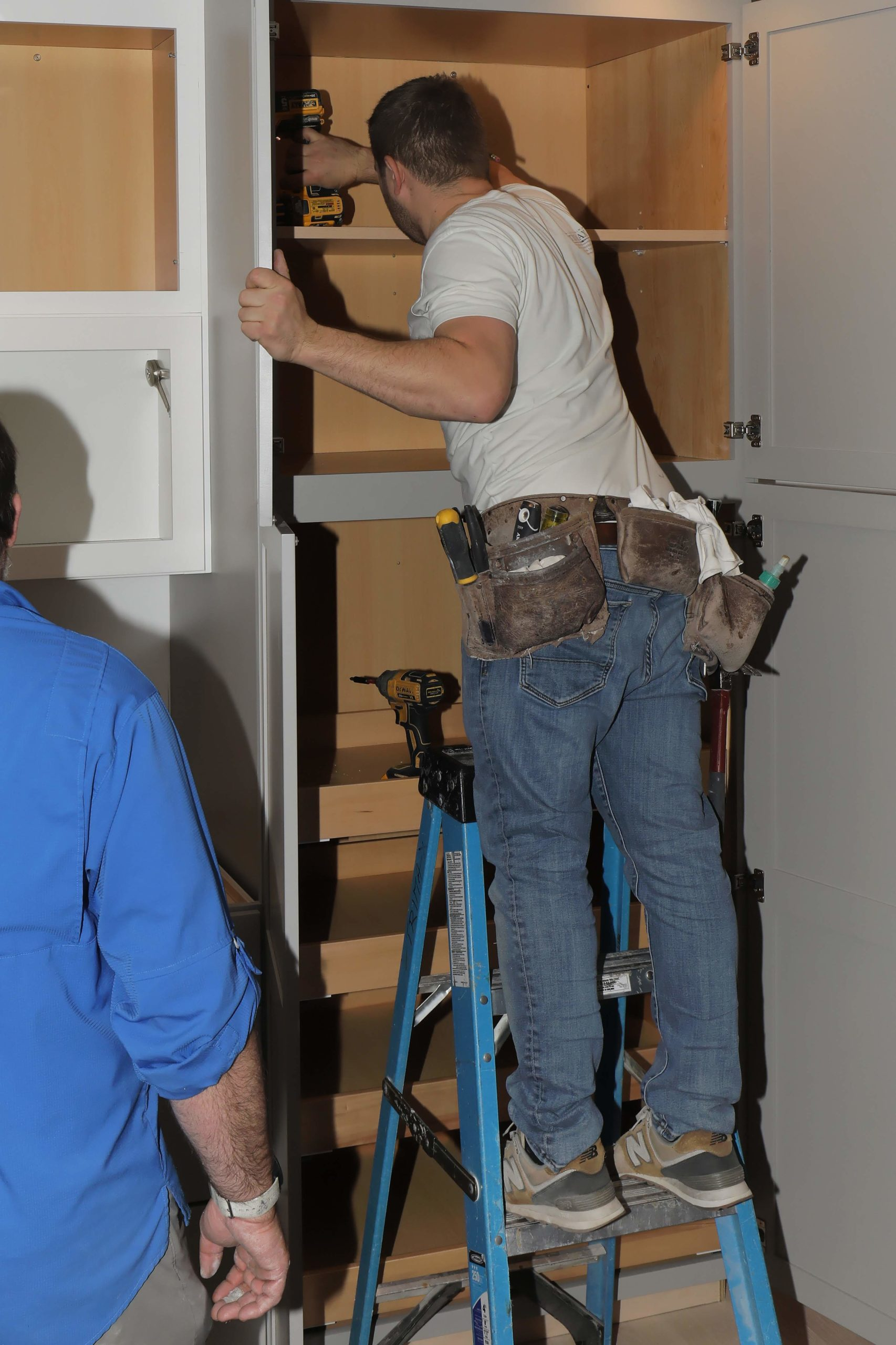 Using The 3rd Hand Cabinet Support System.